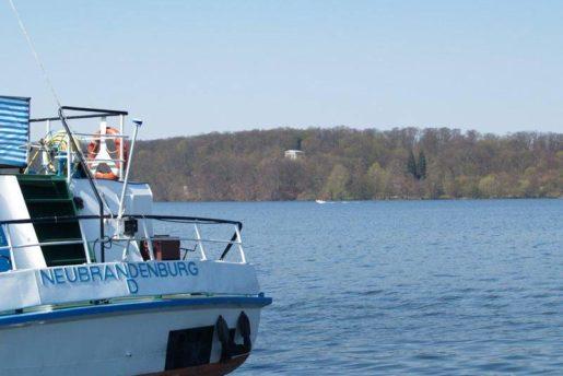 schifffahrt-neubrandenburg_see_april